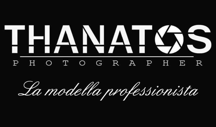 Copertina thanatos photographer, la modella professionista